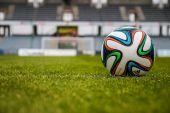 Sieben Jahre länger – Mehr Sport und weniger Geld?
