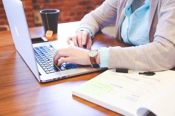 Home-Office: Versicherungsschutz an neue Arbeitswelt anpassen