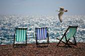 Langzeit-Urlaub beim Versicherer melden